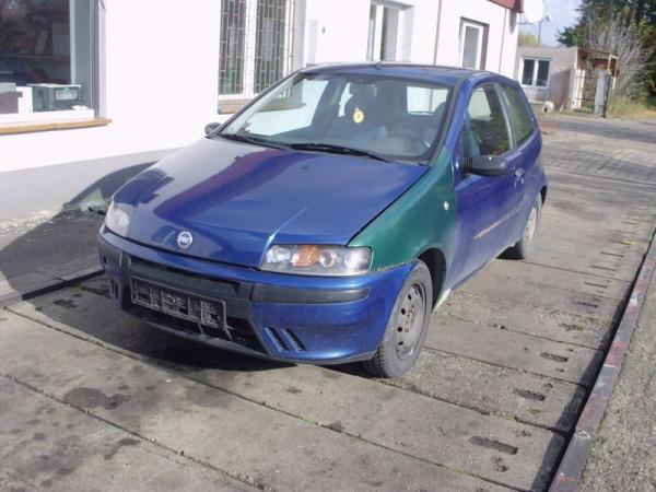 niebieski-samochod