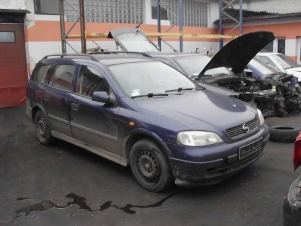 samochody-osobowe-na-parkingu01
