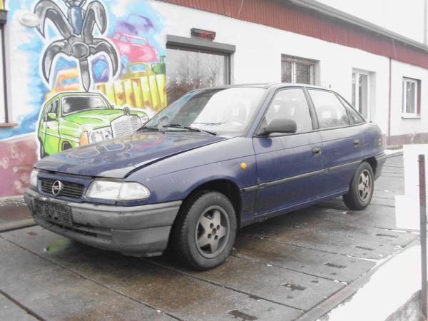 samochody-osobowe-na-parkingu04