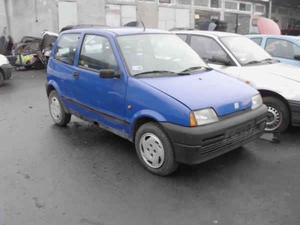 samochody-osobowe-na-parkingu16