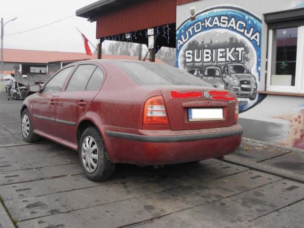 samochody-osobowe-na-parkingu19